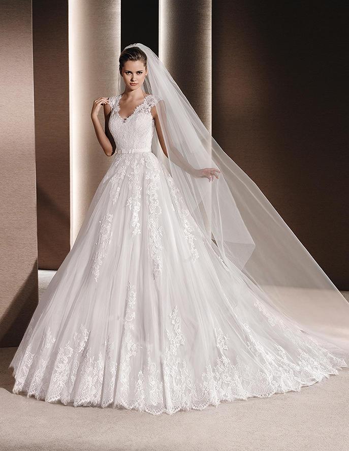 raven vestido de novia con escote a pico y espalda preciosa