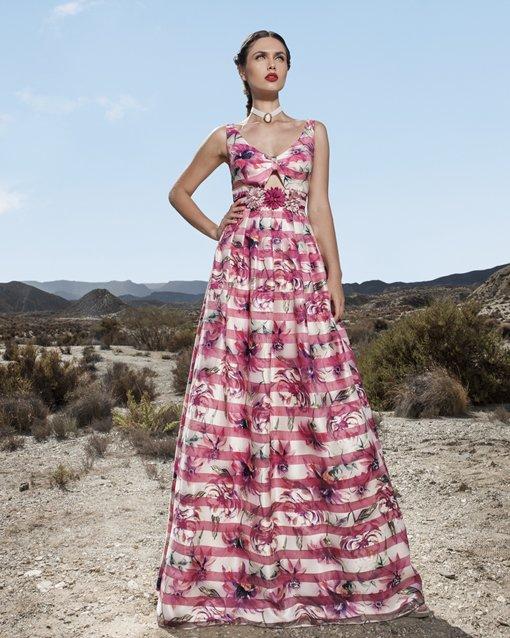 Lujo Tiendas De Vestidos De Fiesta En La Orilla Del Lago Composición ...
