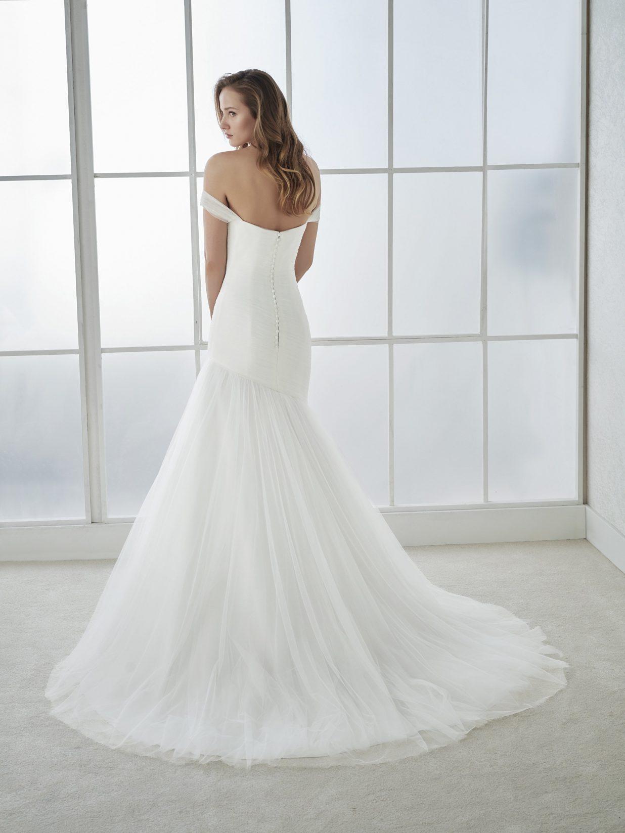 Vestido de boda en tul y drapeado con corte sirena - Modena novias