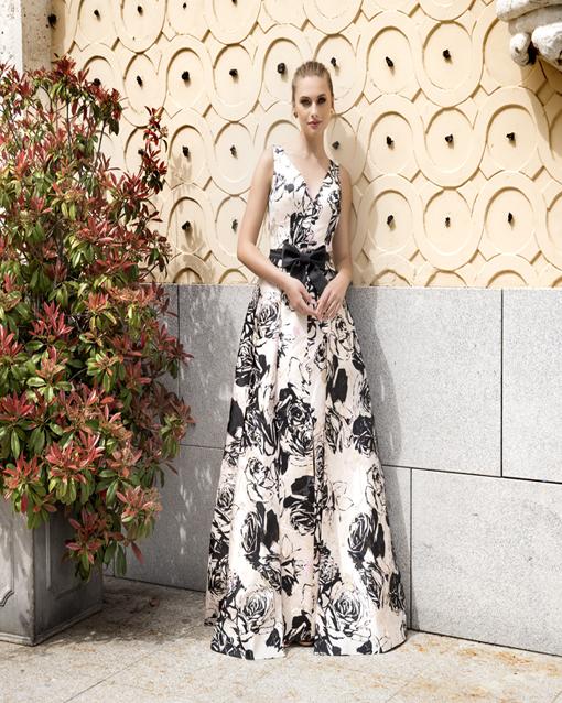 d18ee8990 Vestido largo de Evassé. estampado-negro-evassé