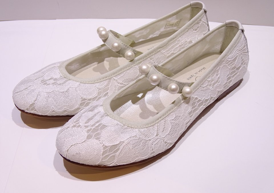 f6bc97fc Zapatos de comunión muy cómodos de encaje para niña - Modena novias